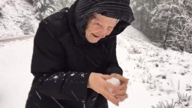 Որդին նկարահանել էր, թե ինչպես է իր 101 ամյա մայրն ուրախանում ձյանը…սա տեսնել է պետք