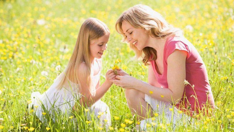 Սիրում եմ քեզ մամ, առանց քեզ իմ օրն արև չունի, առանց քեզ իմ գիշերը լուսին չունի, իմ անգին. խոսքեր, որ ամեն օր է պետք ասել մեր մայրերին